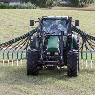 Traktor med redskap