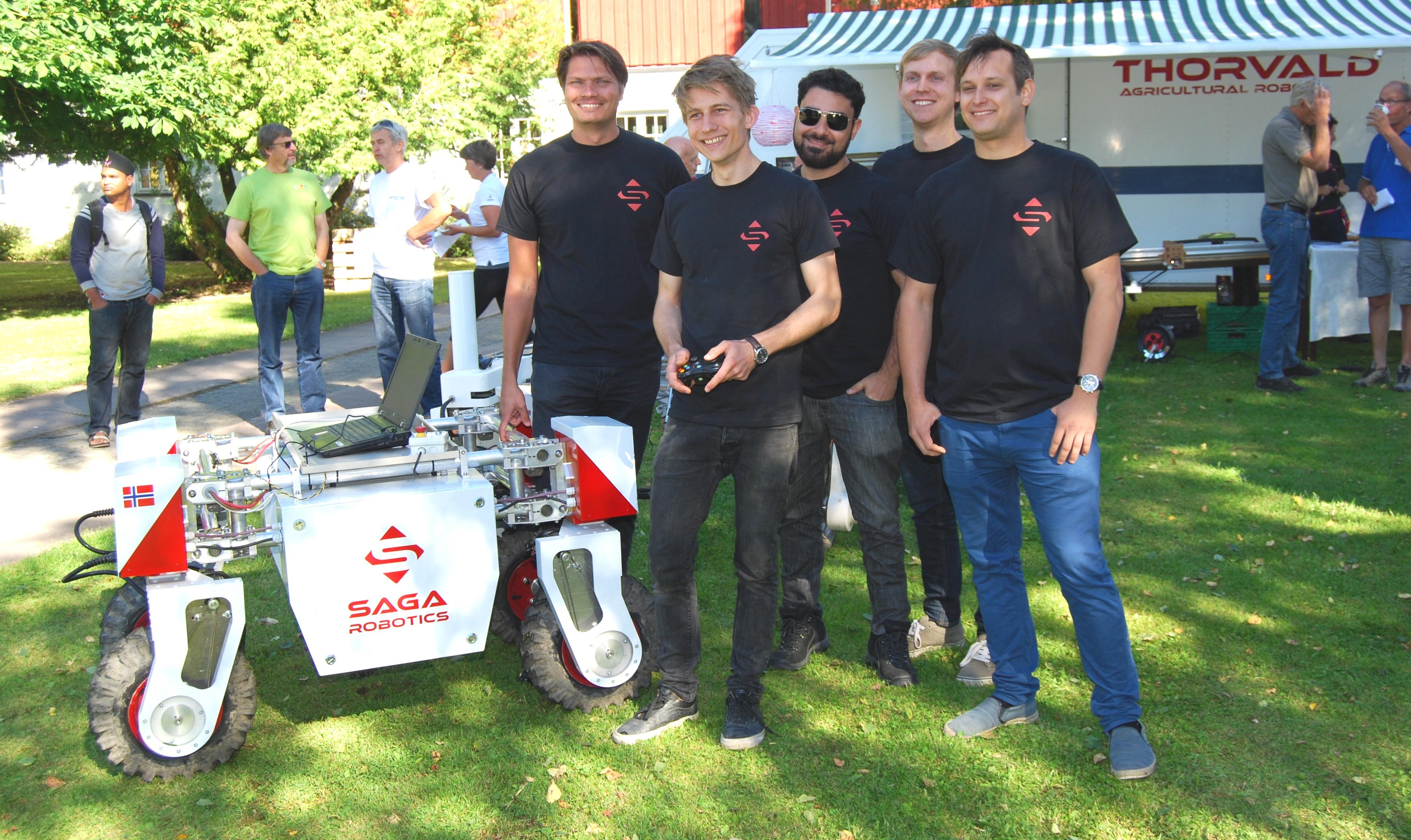 NMBU-teamet med Thorvald II, fra venstre: Pål Johan From, Lars Grimstad, Marco Xaud, Erling Bjurbeck og Øystein Sund.